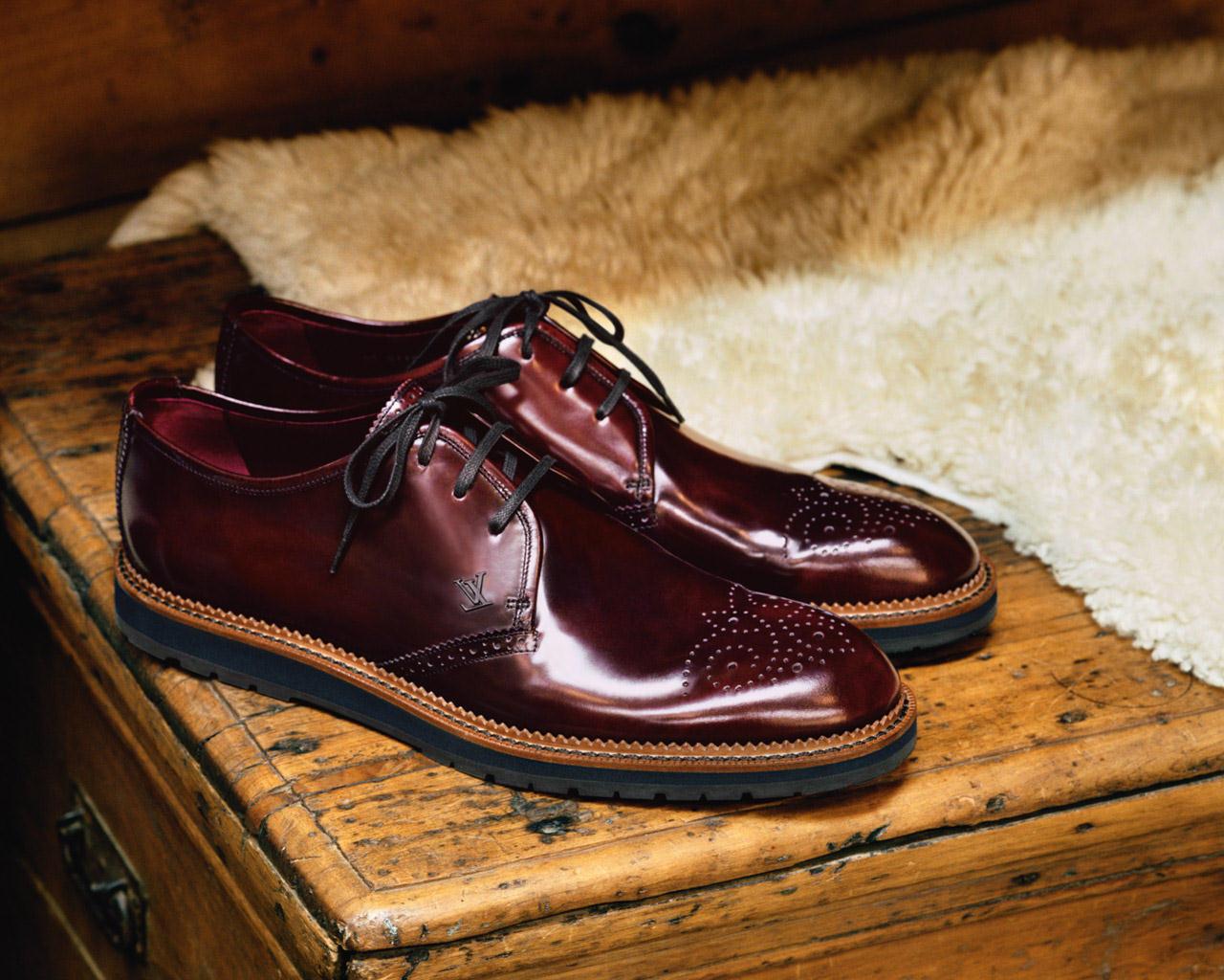 thắt lưng và giày Louis Vuitton tự thiết kế